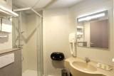 Hotel Le Relais des Puys - bathroom