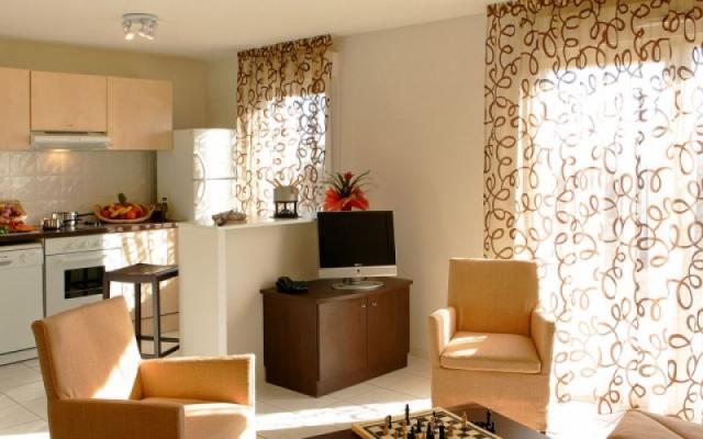 Garden City Gerzat - living room kitchen