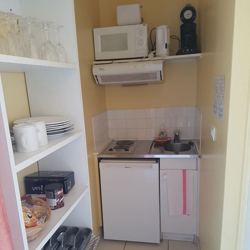 hotel-domaine-de-la-palle-chambre1-kitchenette-1184