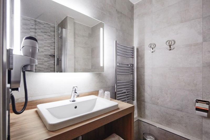 Hôtel Kyriad Clermont-Ferrand Riom - Salle de bain