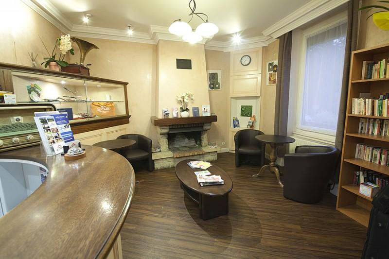 Hôtel Le Châtel à Royat - Salon